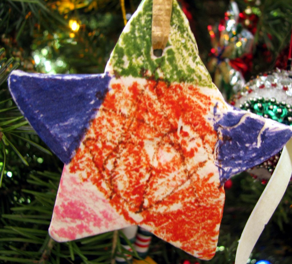baker's clay star .... decorated with crayonn_8087